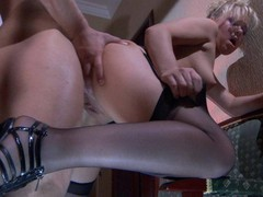 Sassy gal treats her studly paramour to sexy muff spreads and nylon footjob