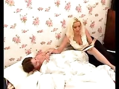 Hot mommy pleases guy with orall-service